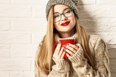 Zimska idila ugrejana šoljicom savršene kafe