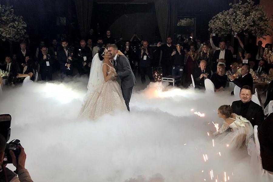 Na veselju Veljka i Bogdane sve pršti od luksuza a evo i prvog plesa mladenaca (foto/video)