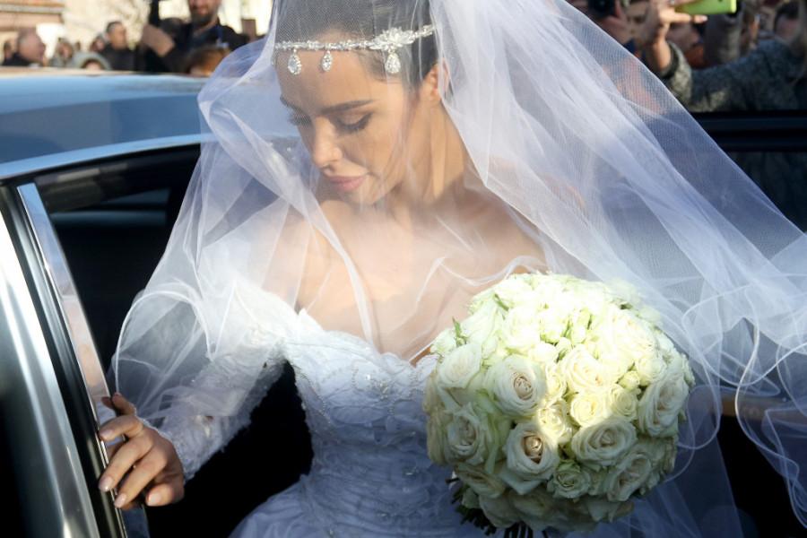 Mladenci stigli u Hram Svetog Save! Veljko i Bogdana venčaće se u kripti koja pršti u zlatu! (foto)