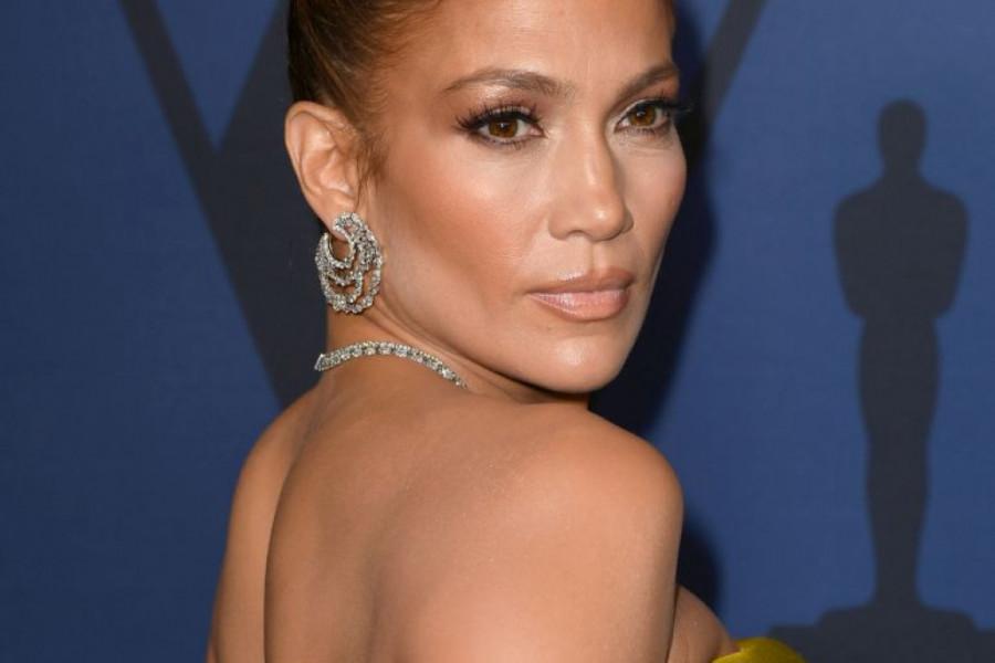 Modni promašaj: Svi komentarišu haljinu Dženifer Lopez, ali ne zbog toga što mislite