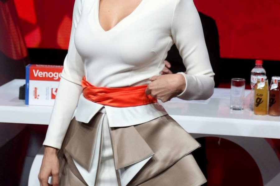 ŠOK! Naša poznata pevačica SVA U MODRICAMA! (foto)