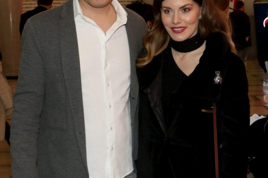 Tamara Dragičević i Petar Benčina u šetnji sa sinom samo četiri dana nakon porođaja! (foto)
