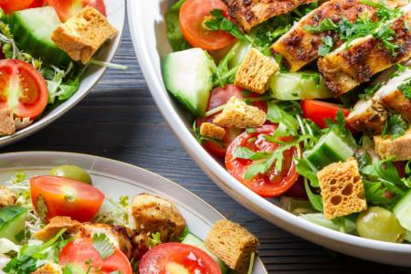 Najukusnije letnje salate koje vam nikad neće dosaditi, a još će vam i STANJITI STRUK! (recept)