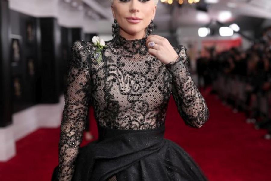 Ledi Gaga ima novog dečka i OPASAN JE FRAJER: Uhvaćeni kako se STRASNO LJUBE, a Bredlija ni na mapi (foto)