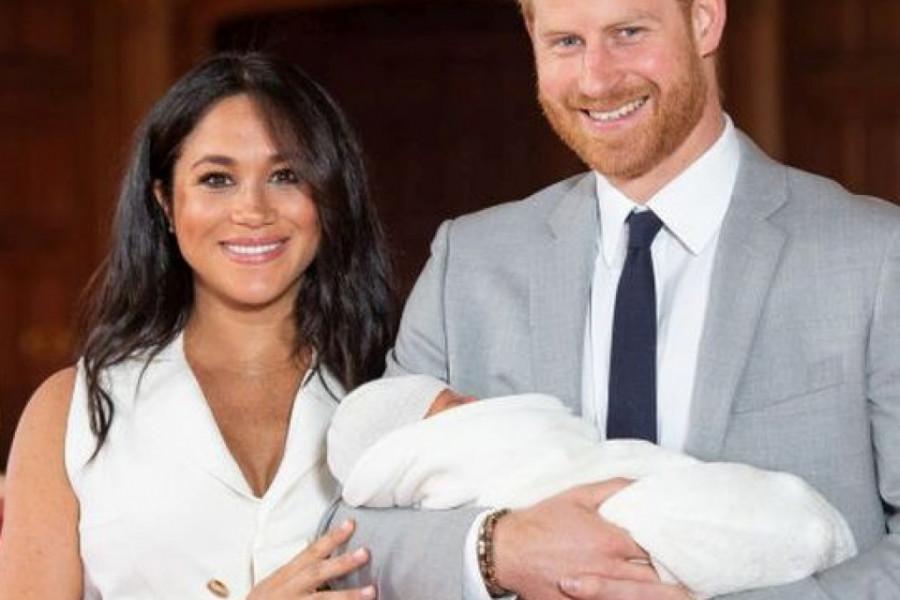 Moralo je da prođe BEZ NJE: Megan Markl i princ Hari TAJNO KRSTILI malenog Arčija! (foto)