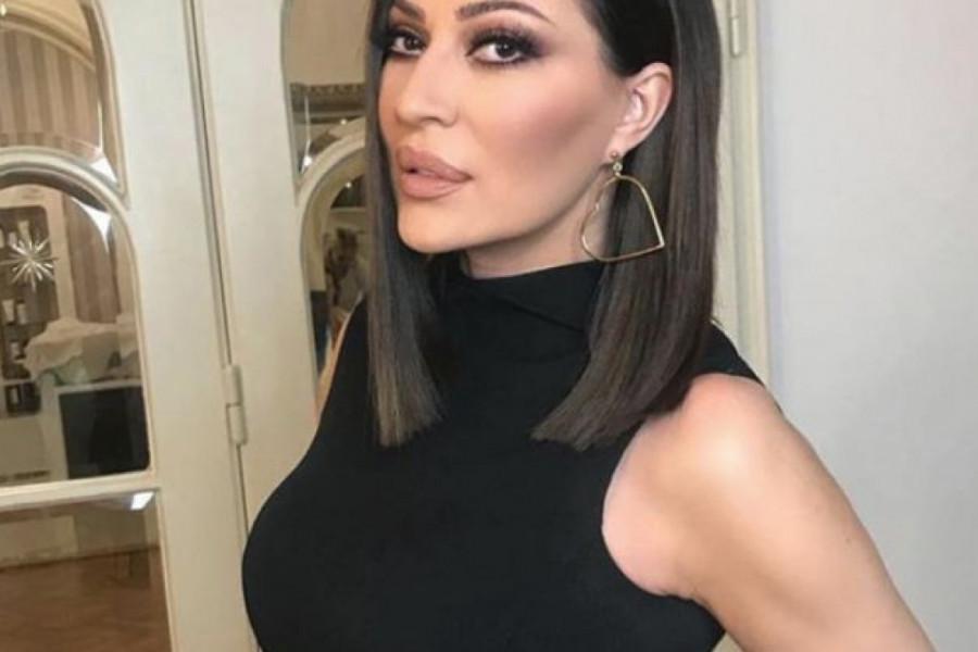 Cecina AGONIJA se nastavlja: Manijak upao u salon njenog frizera, evo kakve zahteve je imao