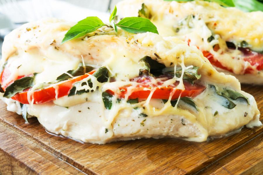 Piletina kapreze: Divna ideja za lagani letnji ručak! (recept)