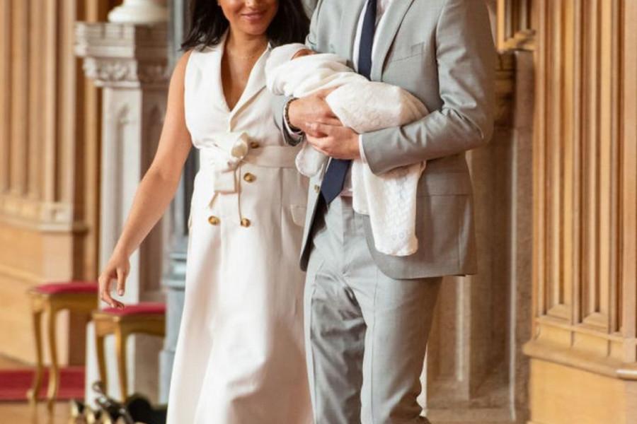 RAZNEŽILI PRVO FOTOGRAFIJOM KRALJEVSKE BEBE: Princ Hari zajedno sa Arčijem proslavlja Dan očeva (foto)