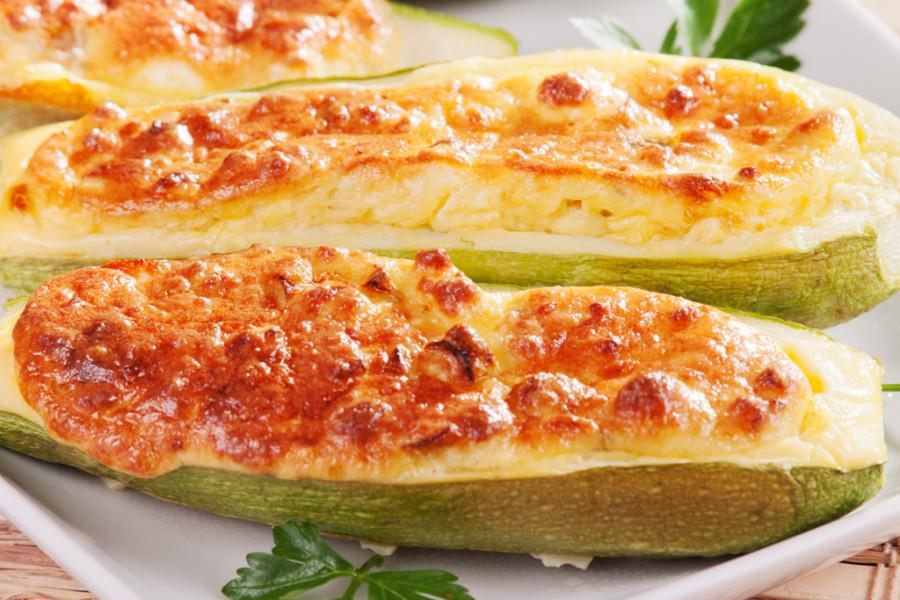 Tikvice punjene ćuretinom i fetom: Lagan obrok za tropske dane! (recept)