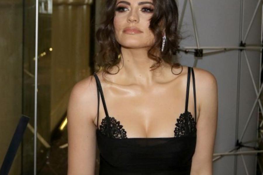 Izdanje za modnu pistu: Milica Pavlović u BOJI SEZONE može da parira svetskim fashion damama (foto)