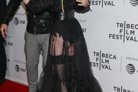 Prošetala u NAJRUŽNIJOJ HALJINI IKADA: Glumica razočarala stajlingom, ali ŠOK je usledio kada se okrenula! (foto)