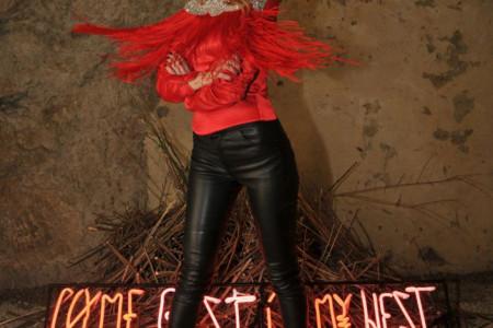 Verin stil KRIJE VELIKU TAJNU: To što ona nosi STOJI SAMO NJOJ a evo kako kombinuje detalje! (foto)