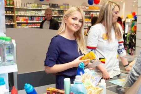 Kompanija dm otvorila novu drogeriju i deo prihoda donirala Svratištu za decu i mlade