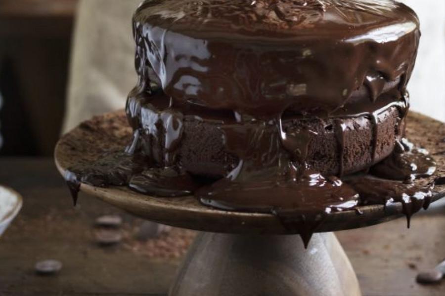 Kraljica Elizabeta i princ Vilijam LUDE ZA OVOM TORTOM: Čokoladna fantazija koja se ne peče! (recept)