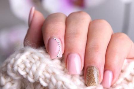 Šta ne radite kako treba - Kozmetičari upozoravaju gde grešite kada lakirate nokte