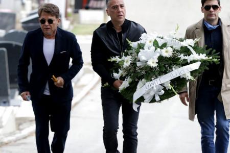 "Dirljive scene na pomenu Tomi Zdravkoviću: Bjela i Željko Joksimović pevali ""Prokleta je ova nedelja"""