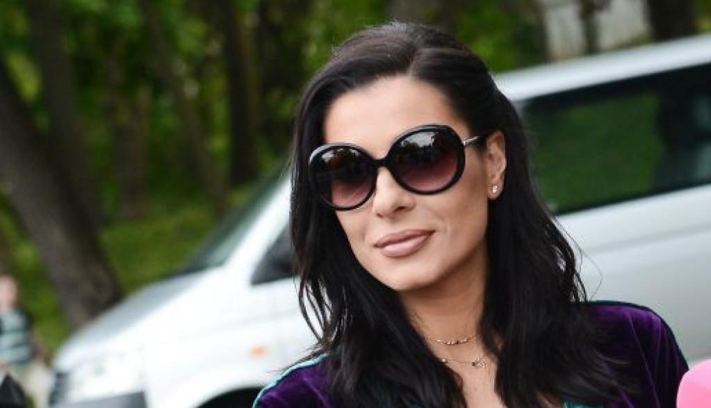 Mia Borisavljević je prava bomba, kako joj uspeva da izgleda ovako?