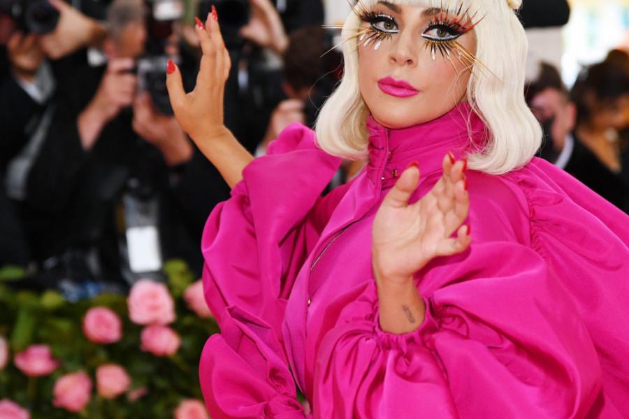 Lejdi Gaga trijumfovala na dodeli MTV nagrada, ali svi govore o njenim haljinama