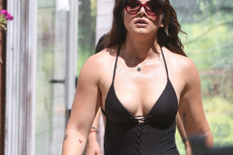 Hrvatska Selena Gomez odmara na Mikonosu: Vraćam se jača nego ikad!