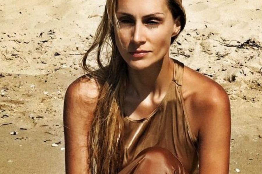 Jelena Gavrilović pokazala telo u bikiniju, pred njom su se i stene istopile!
