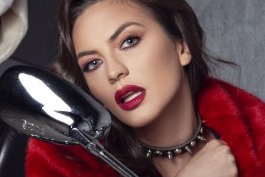 Obožavaćete moderan komplet koji je ponela pevačica Milica Pavlović!