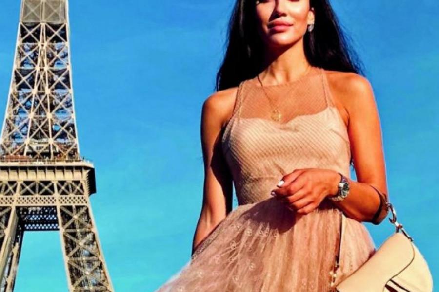 Na lađi kod Santorinija: Blogerka Tamara Kalinić uživa za sve pare!