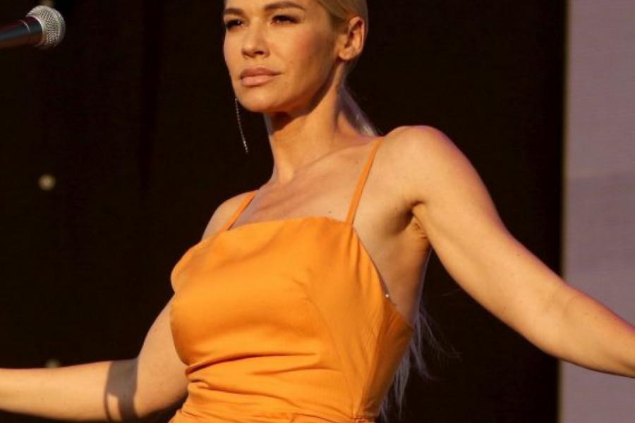 Izazvala haos provokativnom haljinom! Pop zvezda Nataša Bekvalac zasijala na nastupu!