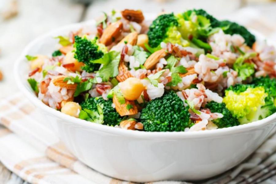 Hranljive salate kao zamena za ručak: Ovo su dve fantastične! (recept)