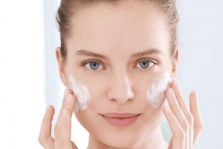 Savet stručnjaka: Kako da se rešite akni, bubuljica i mitisera