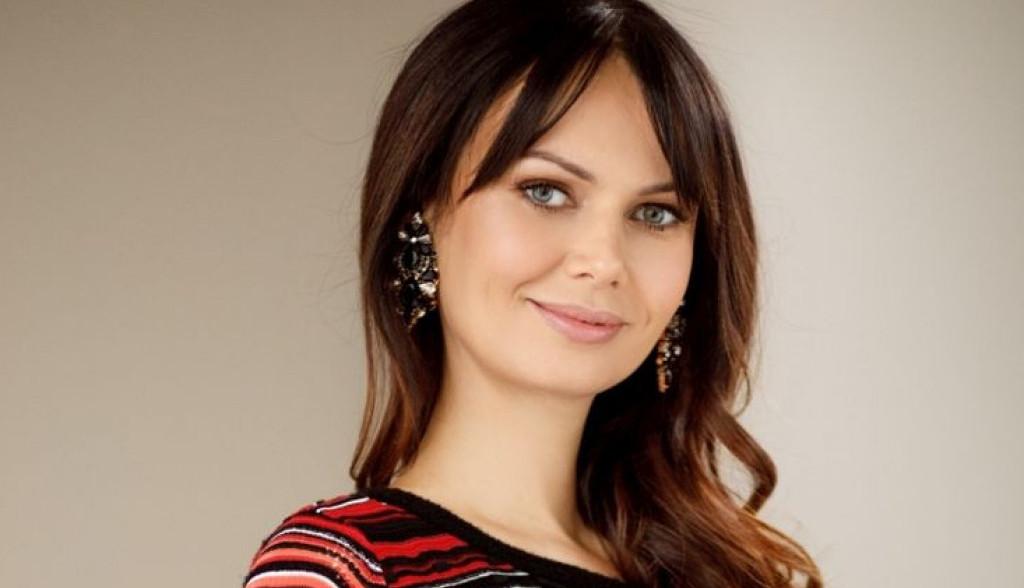 Nataša Pavlović je praktična žena: Istovremeno kuva, ispituje starijeg sina i igra se sa mlađim