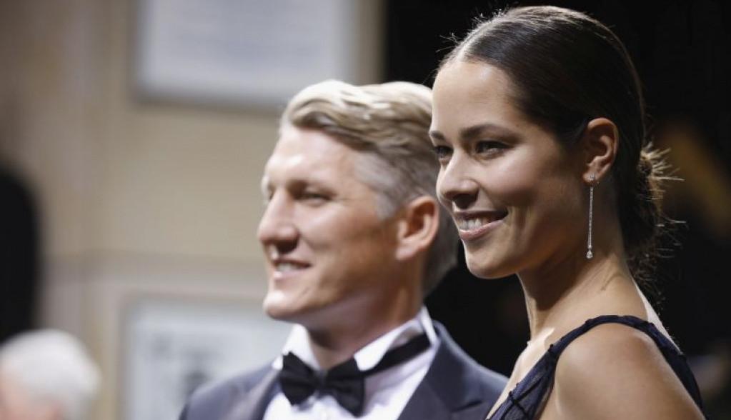 Ana Ivanović i Bastijan Švajnštajger podelili srećnu vest! (foto)