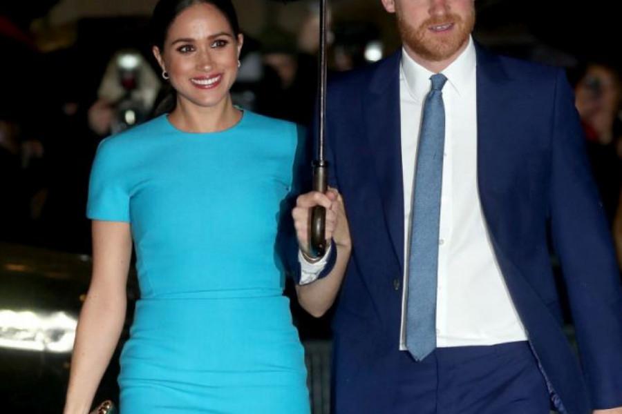 Megan Markl stigla u London! Blista u firmiranoj haljini i sa osmehom na licu u inat zlobnicima! (foto)