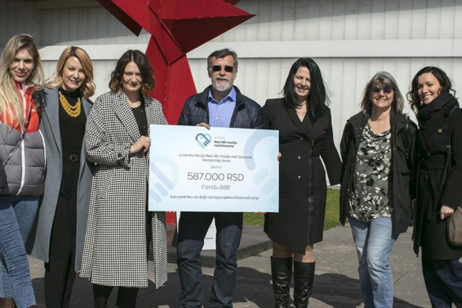 Avon donacija za dalji razvoj projekta Fonda B92 ONAsnaživanje: Nova oprema za veću ekonomsku samostalnost žena sa iskustvom nasilja