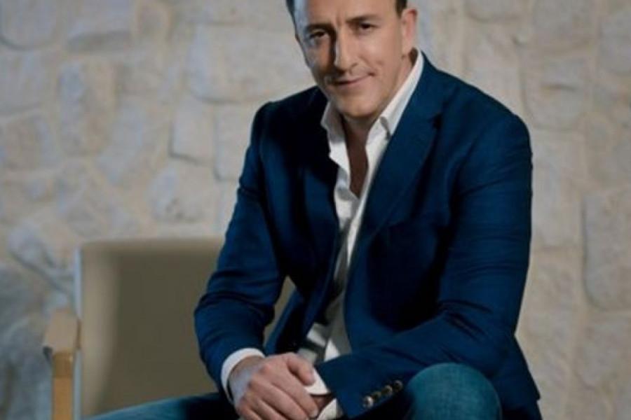 Sergej Ćetković na tretmanu lica u kozmetičkom salonu (video)