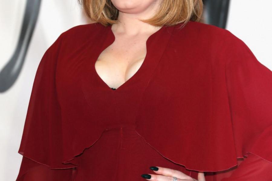 Na korak do anoreksije! Adel smršala 45 kilograma, svi su primetili njen jezivo tanak struk (foto)