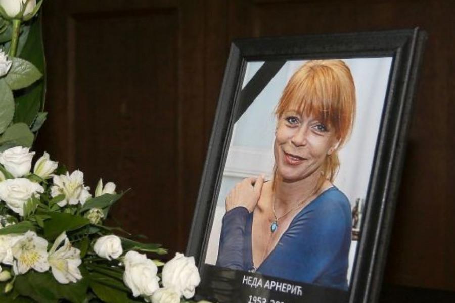 Održana komemoracija povodom smrti glumačke legende: Kolege i prijatelji se zauvek oprostili od Nede Arnerić