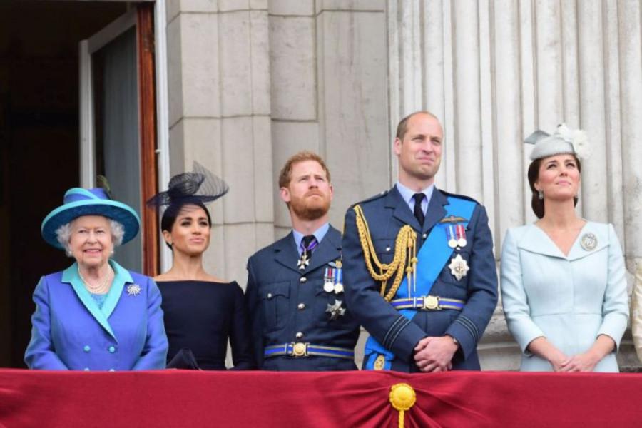 Kraljica Elizabeta stigla na krizni sastanak (video)