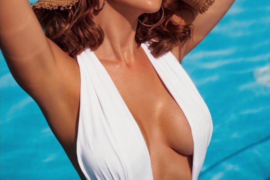 Pevačica Aleksandra Prijović skinula se u kupaći i pokazala telo boginje (foto)