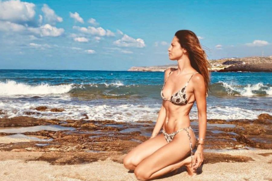 Praznična bajka na belom pesku: Manekenka Danijela Dimitrovska objavila fotku sa sinom a evo zašto je ona toliko posebna (foto)