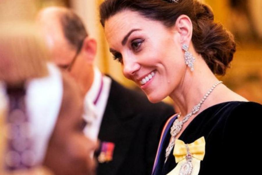 Vojvotkinja ne želi da siđe sa modnog trona: Kejt Midlton u potpuno drugačijem izdanju (foto)