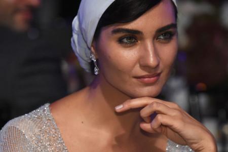 Turska lepotica ponovo zaljubljena: Tuba Bujukustun u vezi sa zgodnim fudbalerom (foto)