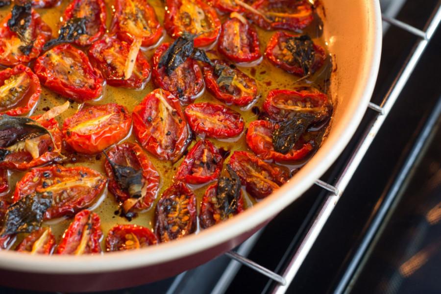 Beli luk i tomato konfit - Savršeni uz sendviče i bruskete! (recept)