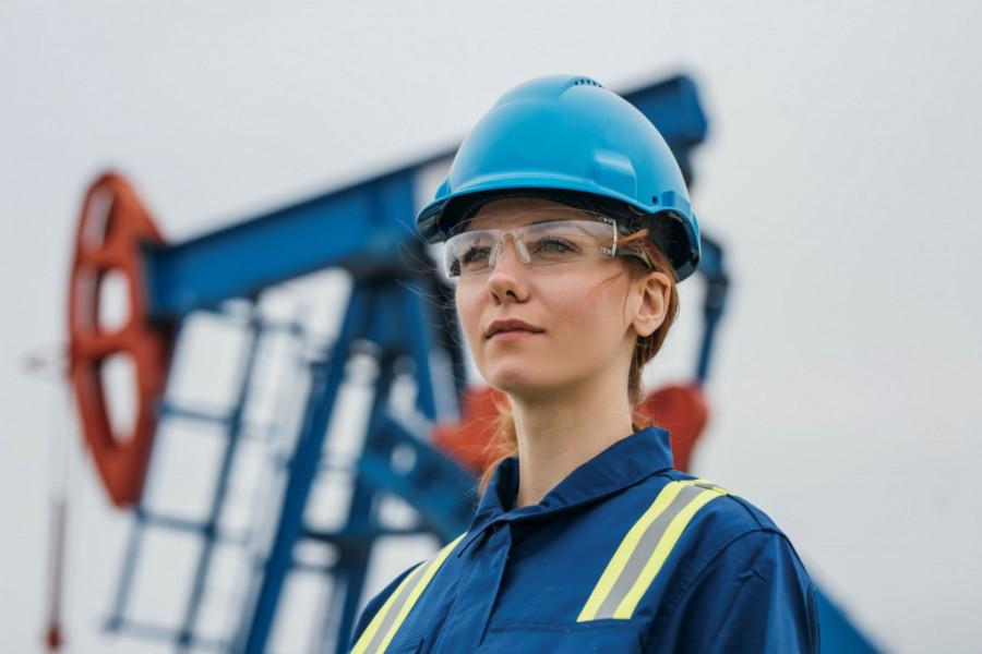 Mehanik – dama za kormilom u našoj rafineriji