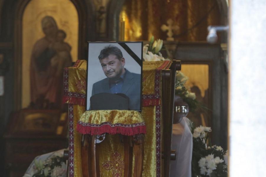 Dirljiv ispraćaj velikog glumca: Sahranjen Tihomir Tika Arsić
