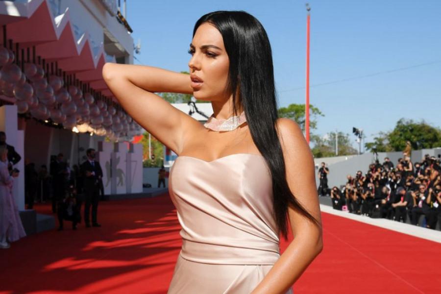Ukrala svu pažnju: Heorhina Rodrigez prekršila strogo modno pravilo (foto)