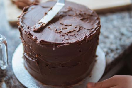 Puna je fila! Božanstvena čokoladna poslastica koja se ne peče (recept)