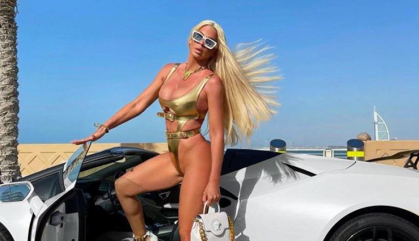 Jelena Karleuša izgledom zasenila automobil vredan 250.000 evra (foto)