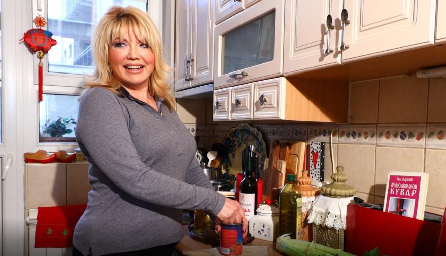 Kuvali smo sa Suzanom Mančić i njenom ćerkom Natalijom: Recept za posno jelo koje ćete obožavati (video)