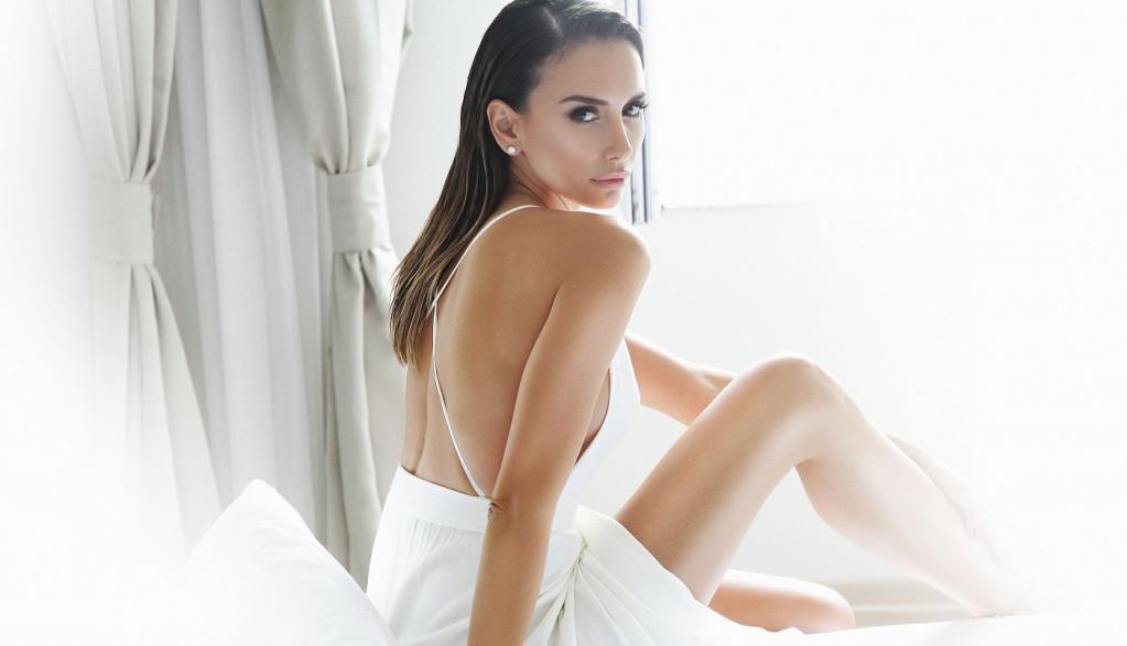 SADA JE SVE JASNIJE! Emina Jahović otkrila kako je izgledao njen život: Noćima sam bila sama u sobi, uplakana i anksiozna