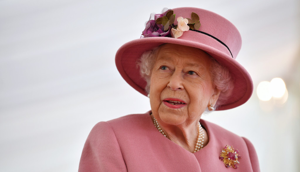 U senci sahrane njenog supruga i odlaska princa Harija - Kraljica Elizabeta slavi 95. rođendan